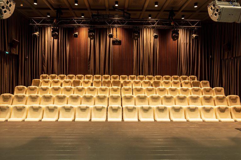 Palangos kurhauzo teatro salė